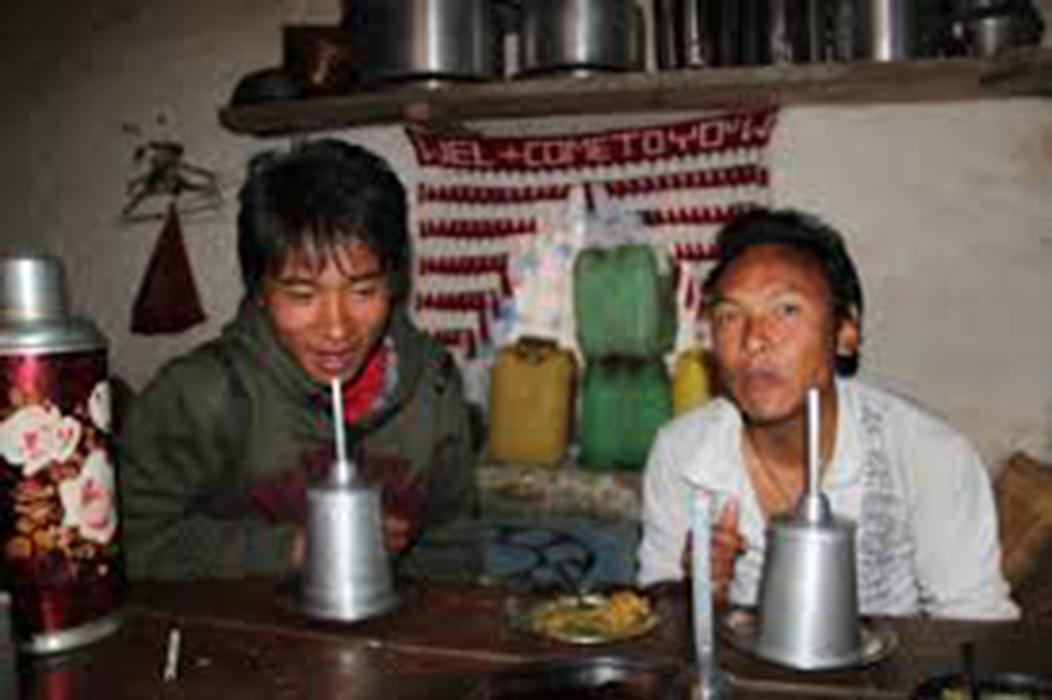 Tongba drinking
