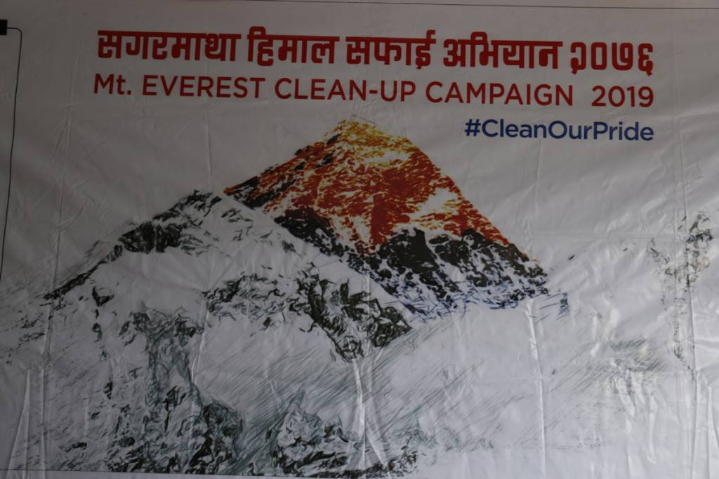 Everest cleaning campaign