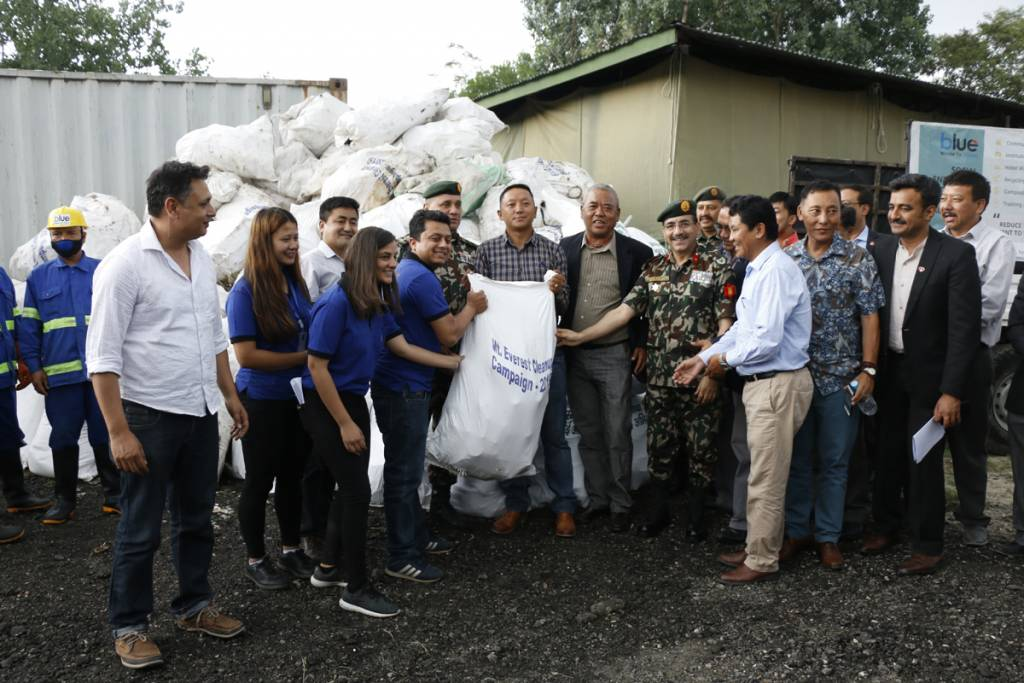 """1000 kg non-disposable garbage was handed over to """"blue west To Value"""" for disposable"""