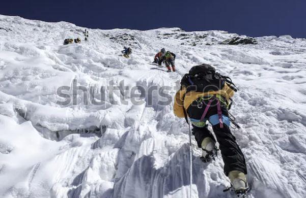 Mountaineers climbing lhotse