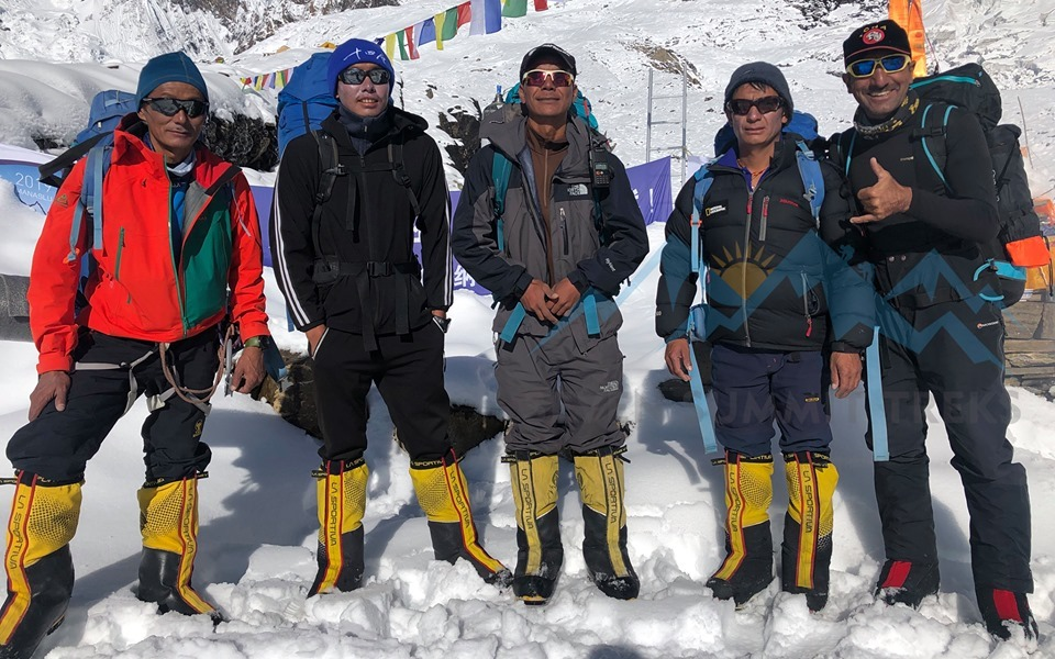 Manaslu summiteers