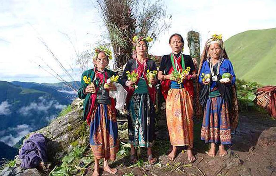 Kham women along the Kham Shamans trekking trail